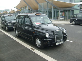 800px-A_TX4_Taxi_at_Heathrow_Airport_Terminal_5.jpg